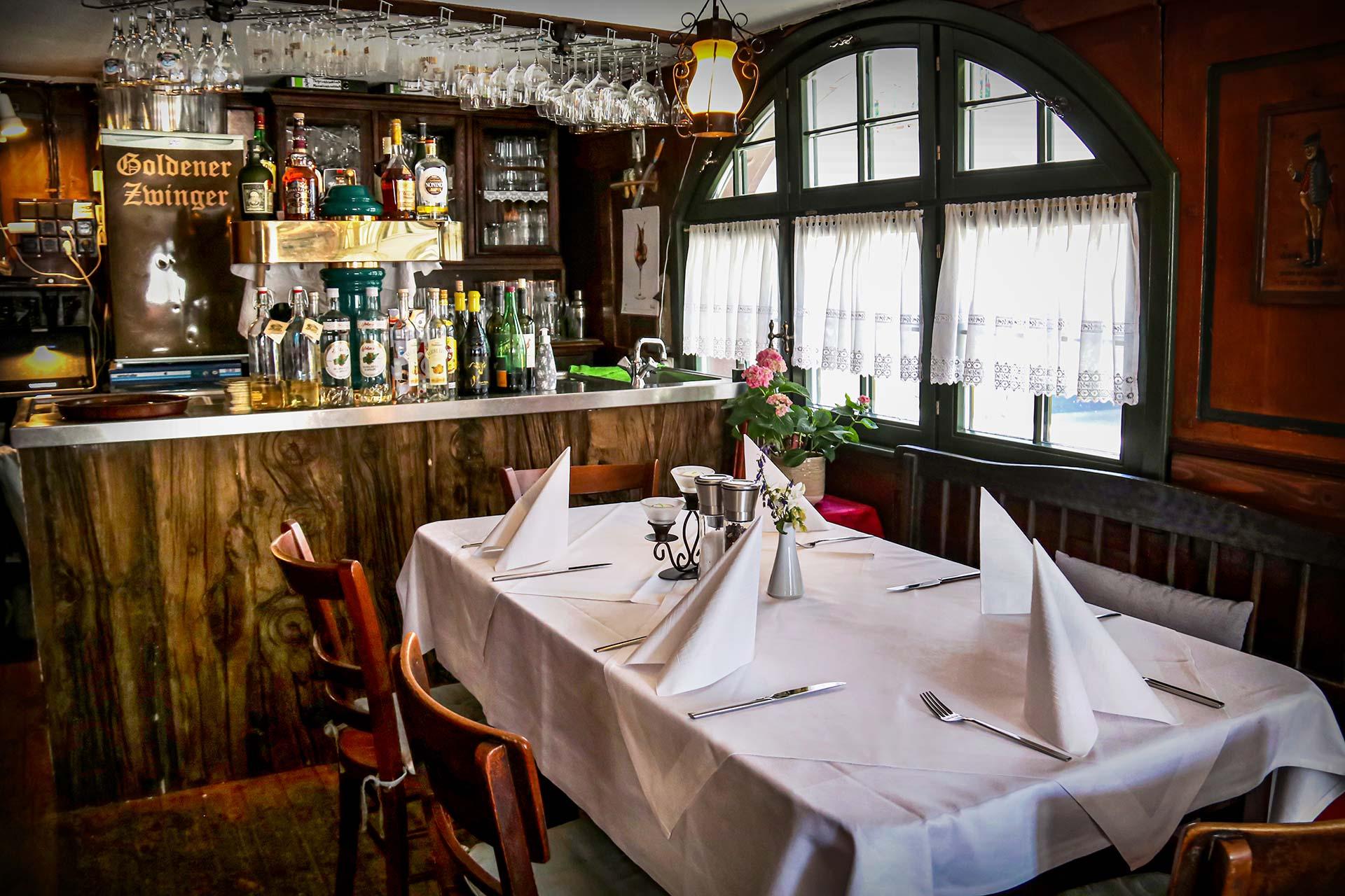 Restaurant - Gastraum & Theke im Restaurant Goldener Zwinger